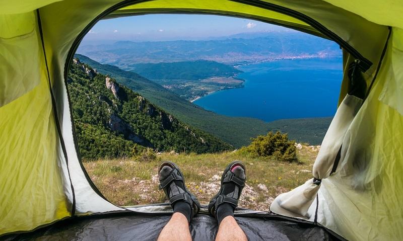 Flowercampings bietet etwas ganz Besonderes für alle, die sich für das Camping in Frankreich interessieren: Zeltbungalows! Diese finden sich mitten in der Natur, so scheint es, obwohl es auf der Anlage natürlich mehrere Bungalows dieser Art gibt. Wer sich für ein derartiges Camping entscheidet, wird sich wie in einem normalen Zelt fühlen, denn die Wände sind tatsächlich nur aus Zeltstoff. (#02)