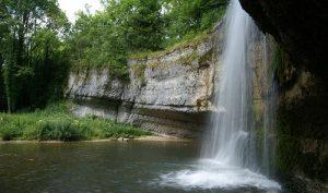 Die Hérisson-Wasserfälle, zieht als natürliche Sehenswürdigkeit zahlreiche Besucher an. (#01)