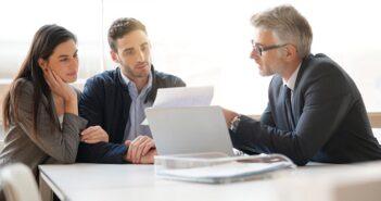 Kredit ohne Schufa: günstige Konditionen im Schnellantrag (Foto: Shutterstock-goodluz)