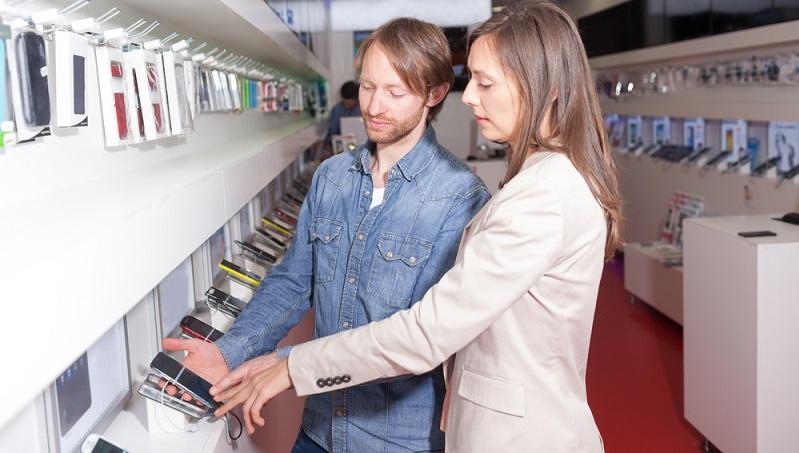 Verträge mit dem Mobilfunkanbieter oder beim Kauf auf Raten im Onlineshop werden leichter geschlossen, wenn der Bonitätsscore hoch ist.  ( Foto: Shutterstock- Adam Gregor )